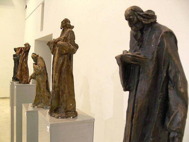 Výstava rožnovského sochaře a uměleckého kováře Igora Kitzbergera představuje v galerii lipenského zámku Jana Amose Komenského.