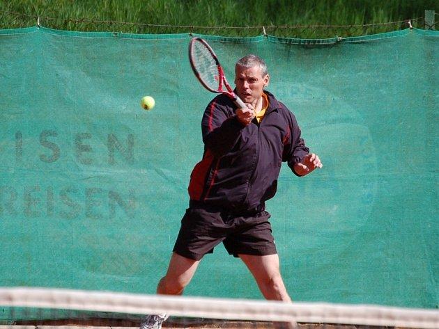 Z dvanácti tenistů budou čtyři nejlepší reprezentovat Českou republiku na mistrovství USIC.