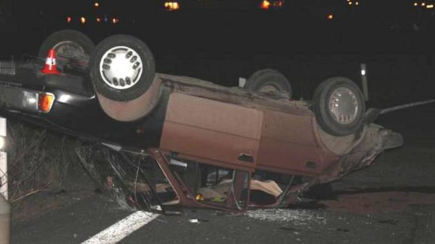 Muž utrpěl při nehodě lehké zranění a záchranka ho převezla do nemocnice v Hranicích.