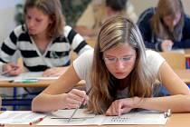 Většina žáků devátých tříd bude muset potvrdit své znalosti a dovednosti u přijímacích zkoušek. Bez nich se na vysněnou střední školu dostanou jen těžko.