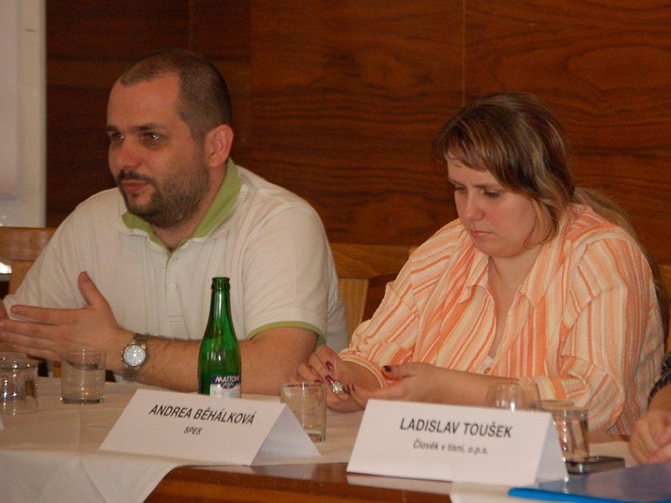Cílem debaty bylo vyvolat diskusi o problematice předlužení.
