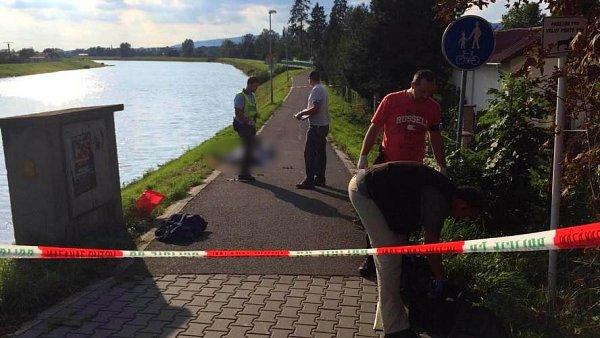Dva muži se topili vpátek odpoledne vhranicícké Bečvě. Jeden zemřel na místě, druhého odvezli do nemocnice