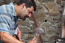Plastiku pro hrad Helfštýn vyrobí letos na Kovářském fóru dva umělečtí kováři Kheir a Mohammed Akerovi – Palestinci, žijící v Izraeli