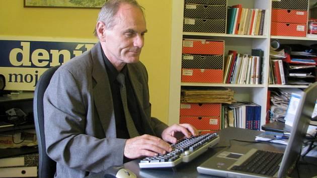 Ředitel Ekoltesu Milan Vinkler odpovídal v redakci Hranického deníku na dotazy čtenářů.