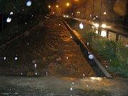 Takhle vypadala Ludina v Komenského ulici kolem 22. hodiny.