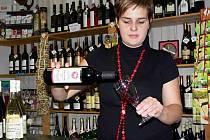 Svatomartinská vína jsou stále populárnější. Své o tom ví také Zuzana Šenková z Hranic.