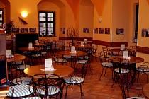 Kavárna Café Bar Na Zámku v Hranicích.