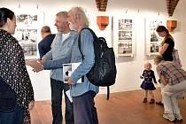 Slavnostní vernisáž výstavy fotografií Oli V. Helcla