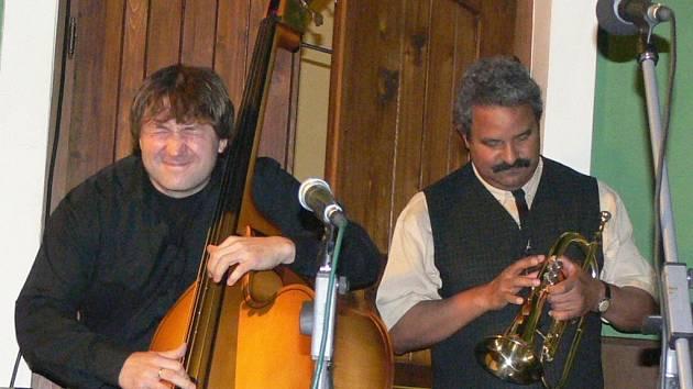 Joe After Trio a Lazaro Cruz.