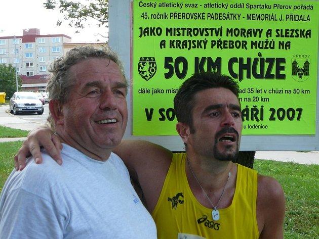 Roman Bílek zvítězil na trati do Kojetína již v roce 1989. Na fotografii je se svým otcen Alexanderem Bílkem, který závod vyhrál již v letech 1971 a 1972.