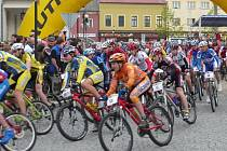 Author Šela marathon, největší maraton horských kol na Moravě a třetí největší co do počtu přihlášených jezdců v republice, se koná už podesáté, o tomto prodlouženém víkendu v Lipníku nad Bečvou a jeho blízkém okolí.