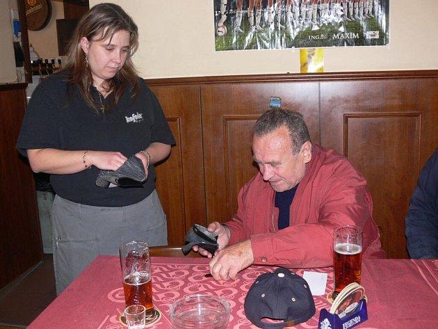 V restauraci Beseda v Prostějově měli ještě před pár týdny s neplatícími hosty problémy (na snímku seriozní host).