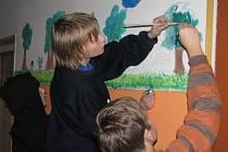 Stěny ubytovny v azylovém domě zdobily děti z Hranic.