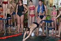 Hraničtí školáci závodili na plovárně.