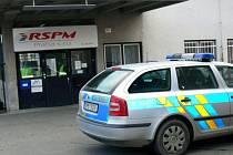 Ne zrovna ideální občanskoprávní vztahy mezi bývalým a současným majitelem podniku se dostaly až na policii.