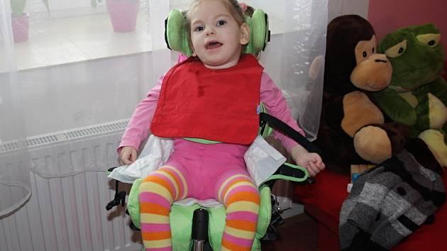 Julinka z Bělotína bojuje s herpetickou meningoencefalitidou. Pomoci ji můžete i prostřednictvím sbírky vršků. Ty je možné nosit i do redakce Hranického týdne.