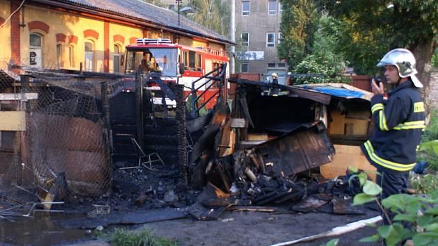 Požár byl lokalizován Hasičským záchranným sborem.