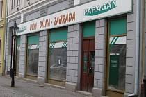 Ještě vloni si lidé chodili do Janáčkovy ulice pro domácí potřeby a šroubky. Za pár měsíců už bude bývalá prodejna Paragan plná gamblerů.