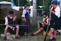 V Plumlově rozbili svůj stan i horalové ze Skotska.