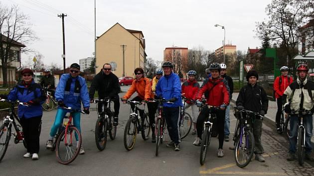 Sraz zájemců o cyklovýlet byl v sobotu na Šromotově náměstí v Hranicích.