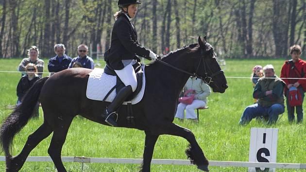 Na koňské závody do Lhotky se sjížděli oddíly z celé Moravy.