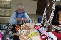 V sobotu 21. dubna se na dvoraně hranického zámku konal rukodělný jarmark. Návštěvníci si v dílničkách mohli vyzkoušet i některé výtvarné techniky.
