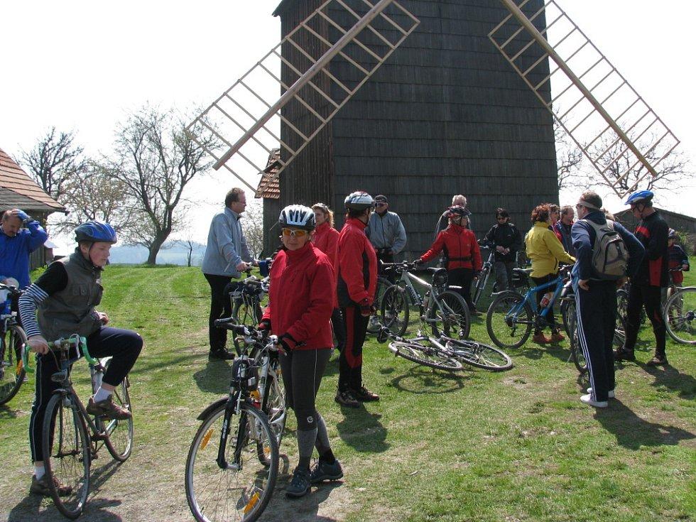 Jednou ze zastávek výletu byl také bývalý větrný mlýn v Partutovicích.