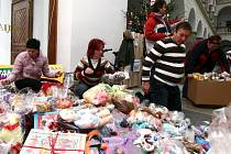 Dárky z loňské sbírky, která měla velký ohlas, byly rozeslány hned do několika místních zařízení.