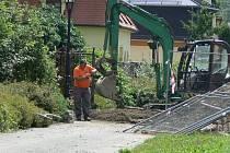 Přípravy na přesun trafostanice ze zámecké zahrady probíhají už nyní.