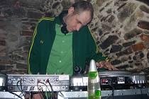 Jedním z účinkujících na páteční akci je i DJ Alfalfa.