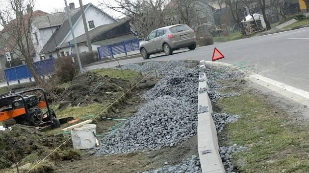 Výstavba nového chodníku v Olšovci