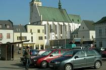 Přeplněné bývá neustále i parkoviště za hlavním prostějovským kostelem.