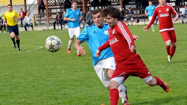 Fotbalisté Ústí (v červeném) proti Určicím