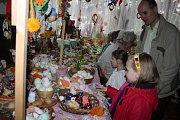 Slavnostní vernisáž Výstavy velikonoční tradic v Galerii M+M zpestřilo vystoupení folklorního souboru Rozmarýnek, které poté v zahradní galerii vystřídaly děti z MŠ a ZŠ Drahotuše