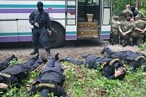 Vojáci, policisté a příslušníci vězeňské služby. Ti všichni se zúčastnili cvičení Opona.