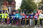 Podzimní běh šternberským parkem. Start závodu kategorie přípravek dívek.
