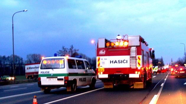 Dopravní nehoda omeziila provoz na silnici mezi Lipníkem nad Bečvou a Hranicemi.