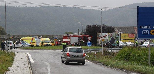 Na kruhovém objezdu uDrahotuš došlo kvážné dopravní nehodě.