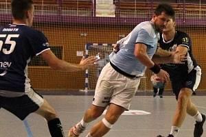 Házenkáři Hranic (ve světle modré) na domácím přípravném turnaji proti slovenským Malackám.