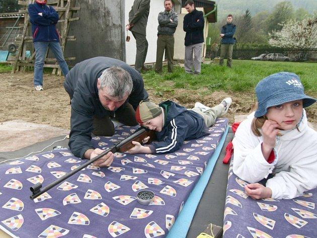 Střelba ze vzduchovek se účastníkům soutěže zamlouvala.