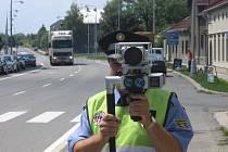 Podle lipnických strážníků se pravidelné měření projevilo na snížení rychlosti aut projíždějících městem.