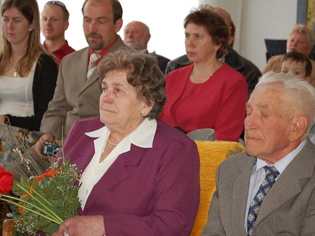 Manželé Vybíralovi prožili svou diamantovou svatbu se svými nejbližšími.