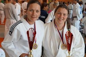 Hranické judistky Veronika Sigmundová (vlevo) a Gabriela Průšová vybojovaly tituly pro mistryně ČR.