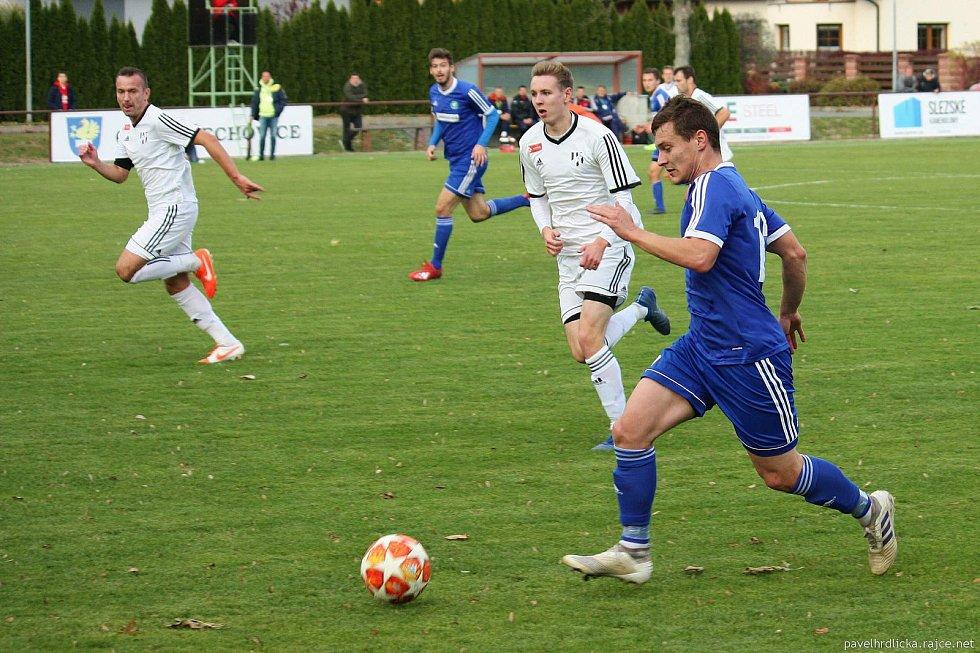 Fotbalisté Tatranu Všechovice (v modrém) doma proti 1. HFK Olomouc.
