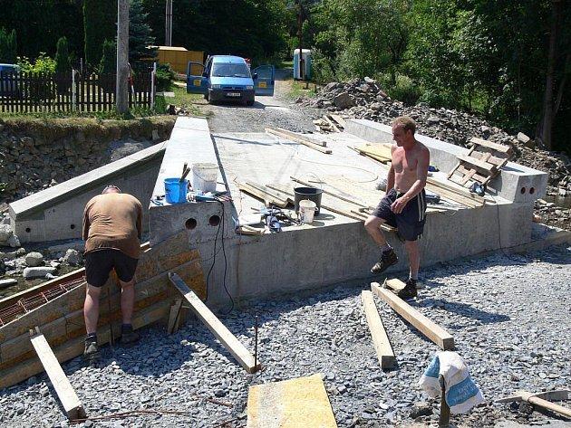 Oprava mostku ve Lhotce u Hranic