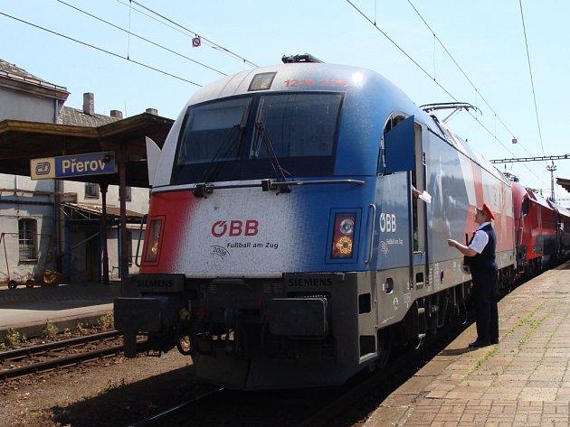 Přerovem a Hranicemi projel rychlovlak Railjet.