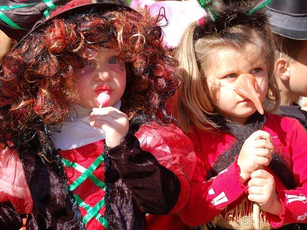 Hýření se zúčastnily i nejmladší adeptky čarodějnického