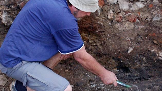 Archeologové objevili v Přerově zpevněnou komunikaci ze 14. až 15. století.