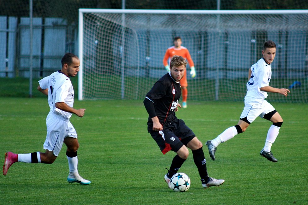 Fotbalové utkání divize Dětmarovice (v bílém) vs. Hranice