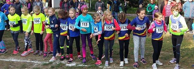Podzimní běh šternberským parkem. Start závodu kategorie přípravek dívek